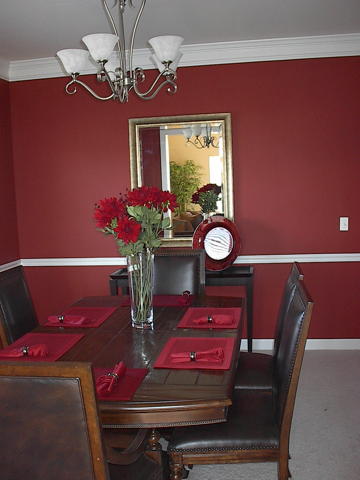 decorate a small dining room | dining room flower arrangements | Home Designs Project