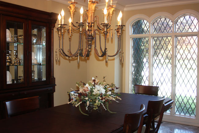 Flower dining table home designs project - Flowers for dining room table ...