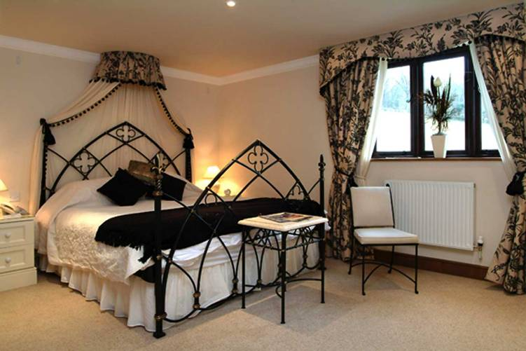 gothic bedroom design ideas