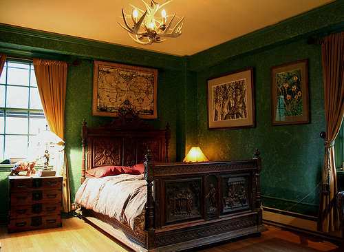 Gothic bedroom design ideas home designs project for Bedroom ideas victorian
