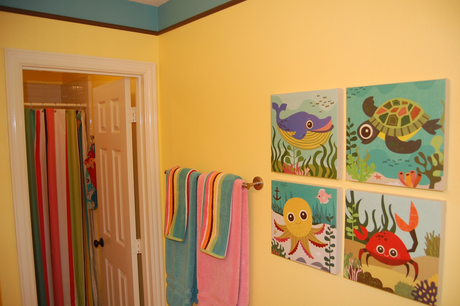 Kids bathroom decor home designs project for Bathroom painting designs
