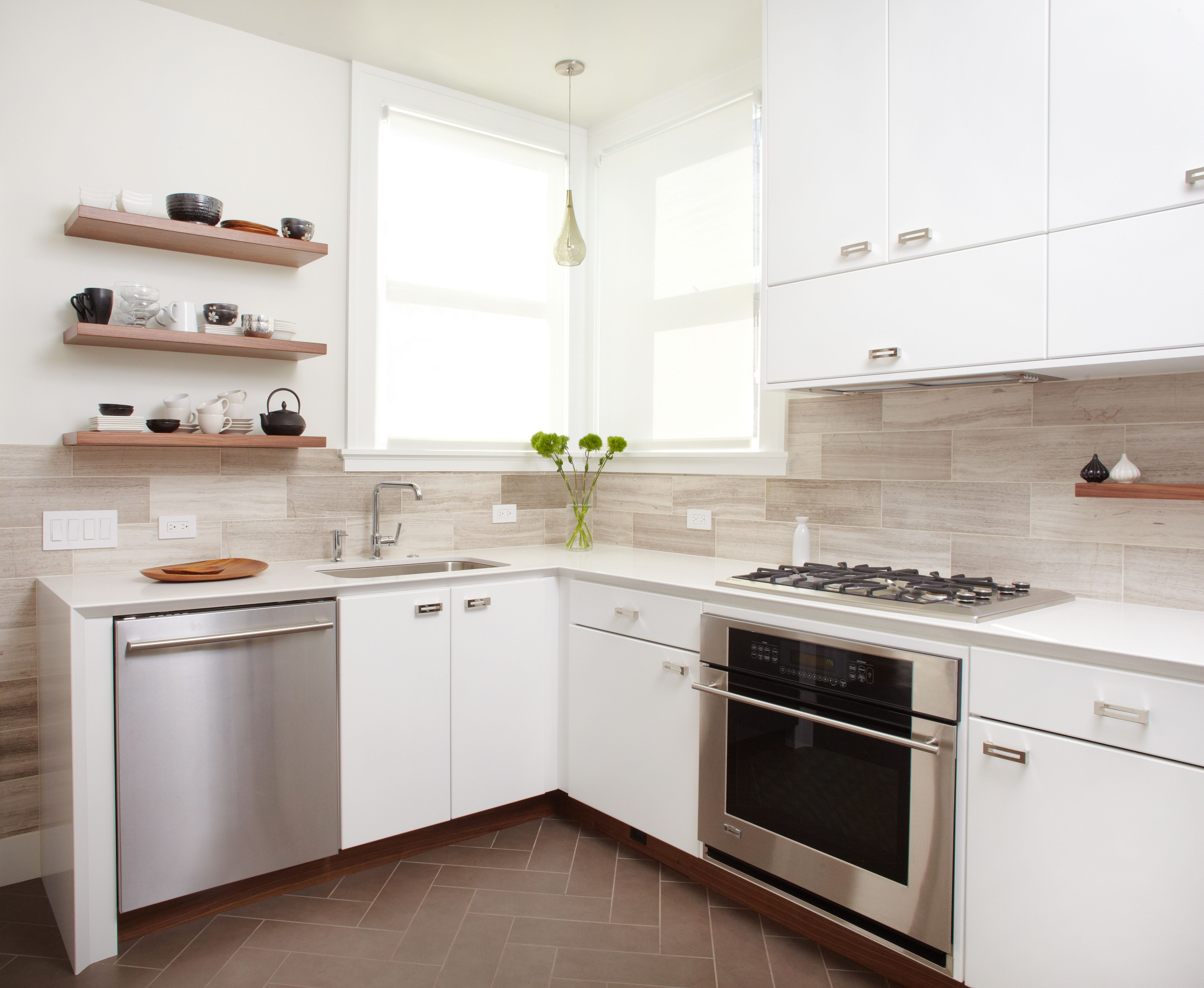 Small modern kitchen in white | Home Designs Project