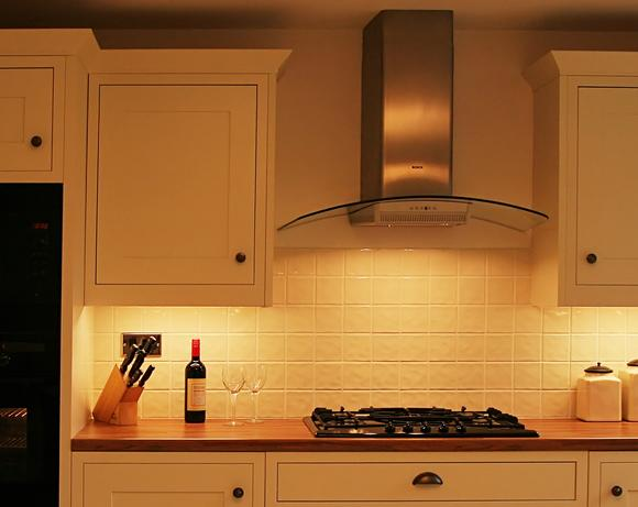 How to choose the right kitchen extractor hood