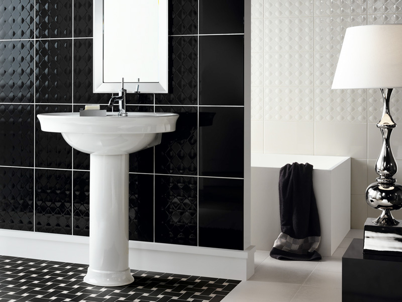 Black accents in a contemporary bathroom – tiles, sinks and showers