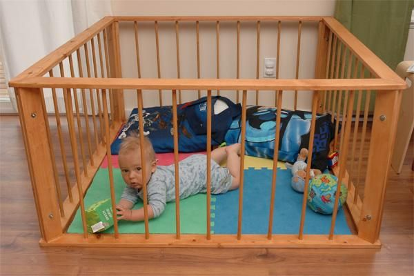 Folding, portable baby playpens