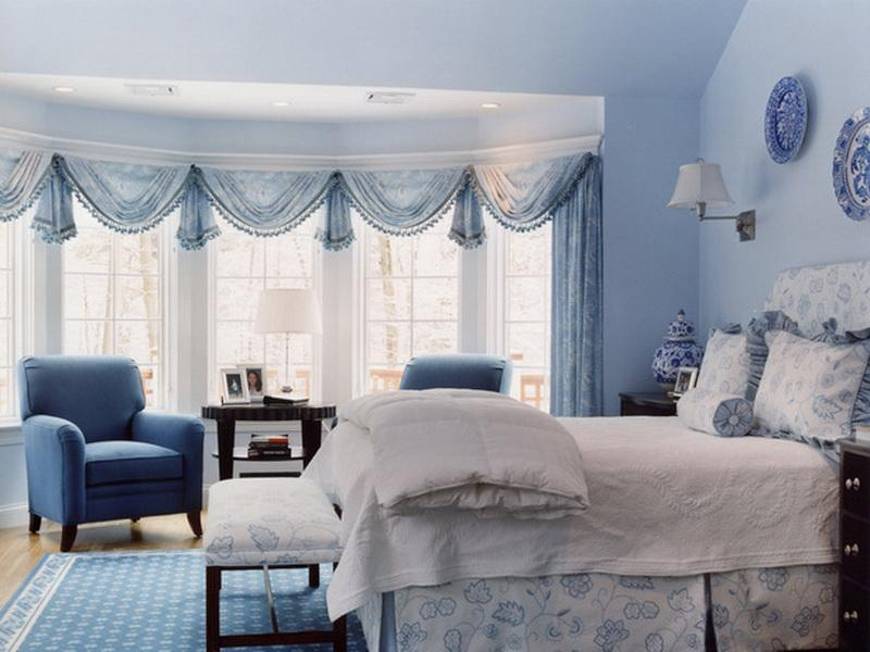 Design and decoration ideas for a master bedroom in white and blue